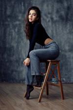 Фотография Фотомодель Модель Сидит Джинсов Смотрит Девушка Nastya Goryaeva
