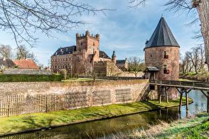 Фото Голландия Замок Башня Водный канал Huis Bergh castle Города