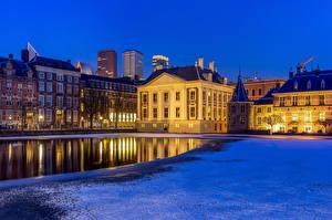 Обои Нидерланды Дома Пруд Уличные фонари The Hague, Hofvijver Города