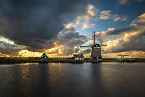 Картинка Голландия Облака Ветряная мельница Водный канал Krommeniedijk Природа
