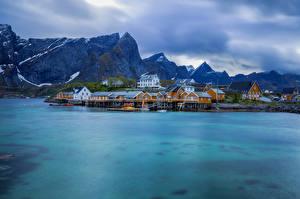 Фото Норвегия Лофотенские острова Гора Дома Облака Природа