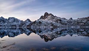 Картинка Норвегия Лофотенские острова Гора Отражение Blåfjellet Природа