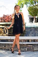 Картинки Olga Clevenger Блондинка Фотомодель Платье Платья Шляпе Косички