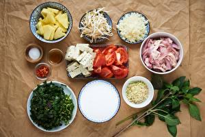 Картинки Помидоры Мясные продукты Сыры Специи Тарелке Нарезка Еда