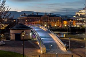 Картинка Великобритания Здания Вечер Мосты Уличные фонари Northern Ireland, Belfast Города