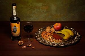 Фото Вино Бананы Яблоки Грецкий орех Орехи Бутылка Бокал Продукты питания
