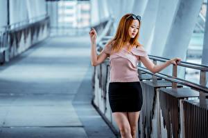 Обои Азиатки Юбки Блузка Размытый фон Рыжая молодые женщины