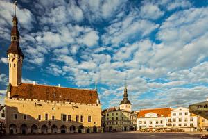 Фото Эстония Таллин Дома Башни Облако Городской площади Raekoja plats Города