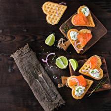 Картинки Рыба Лайм Вафля Ножик Доски Разделочной доске Сердца Вилка столовая Пища
