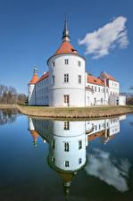 Картинки Германия Замок Пруд Башня Отражении Fürstlich Drehna, Brandenburg город