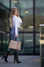 Фотографии Сумка Поза Джинсов Блузка Взгляд Sarah молодая женщина