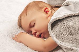 Картинка Грудной ребёнок Спит Рука