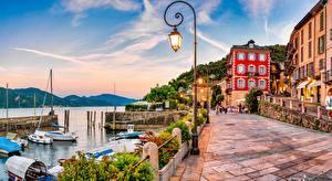 Фотография Италия Озеро Здания Набережная Уличные фонари Lake Maggiore, Cannobio