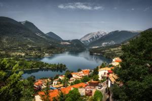 Картинки Италия Гора Озеро Леса Деревня Barrea, Abruzzo