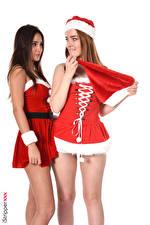 Обои для рабочего стола Jia Lissa Liya Silver iStripper Новый год Белым фоном Униформа Двое Шатенки В шапке Рука Ног девушка