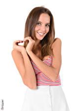 Обои для рабочего стола Katya Clover Жест iStripper Белый фон Шатенки Смотрит Улыбка Руки Сердечко молодые женщины