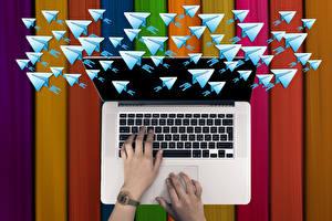 Фотографии Клавиатура Руки Ноутбуки Письмо telegram Компьютеры