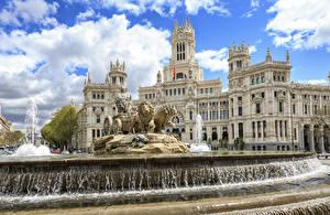 Фото Мадрид Испания Фонтаны Лев Скульптура Sibeles Fountain, Prado Boulevard, Sibeles Palace город