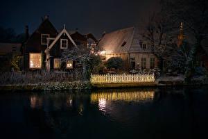 Фотографии Нидерланды Здания Водный канал Ночные Забором Edam Города