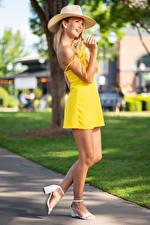 Фото Olga Clevenger Блондинка Позирует Шляпы Платье Ноги Боке девушка