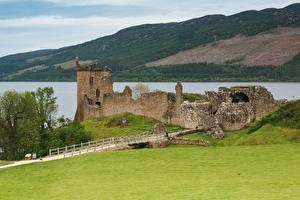 Картинки Шотландия Замки Озеро Развалины Траве Loch Ness