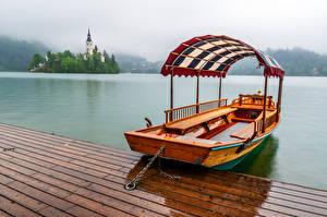 Фотографии Словения Озеро Лодки Туман Lake Bled