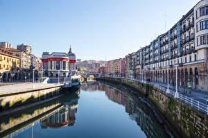 Картинка Испания Речка Набережная Уличные фонари Bilbao, Biscay, Nervion River
