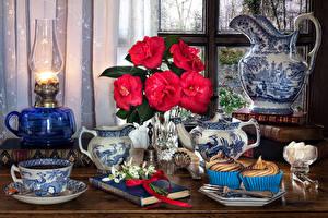 Фото Натюрморт Бегония Керосиновая лампа Пирожное Галантус Кувшин Красная Чашке Книга Сахар Пища Цветы
