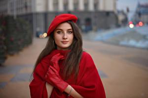 Картинка Рука Перчатках Берет Смотрит Боке Tanya Markova молодые женщины