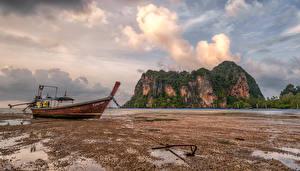 Обои для рабочего стола Таиланд Побережье Лодки Утес Облака Krabi Природа