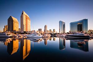 Обои для рабочего стола США Пристань Небоскребы Катера Отражении Калифорния Сан-Диего Города