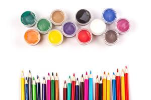 Фотографии Белый фон Карандашей Разноцветные Краски