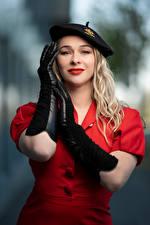 Обои Поза Боке Платье Перчатки Руки Берет Блондинки Смотрят Aleksandra молодые женщины