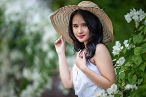 Обои Азиаты Боке Шляпа Брюнетка Взгляд Руки Vietnamese молодые женщины