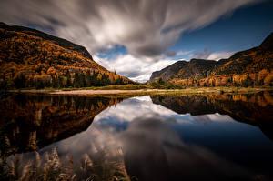 Картинка Канада Парк Горы Осень Облако Отражении Parc national des Hautes‑Gorges-de-la-Rivière‑Malbaie Природа