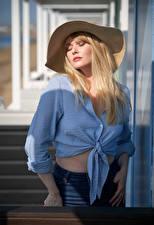 Картинки Carla Monaco Блондинок Шляпа Рубашке Девушки