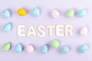 Обои Пасха Цветной фон Яйца Слово - Надпись Английская Пища