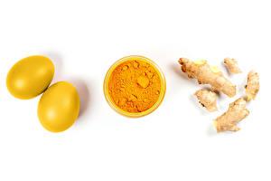 Фото Пасха Имбирь Белый фон Яйца Вдвоем Порошок Желтых turmeric Еда
