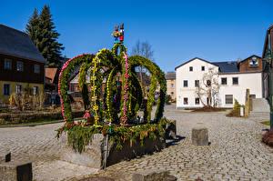 Фотография Германия Дома Пасха Городской площади Hinterhermsdorf, osterbrunnen Города