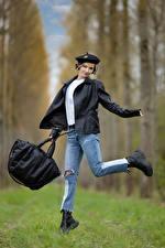 Картинки Сумка Поза Джинсов Куртка Берет Боке Alena молодые женщины