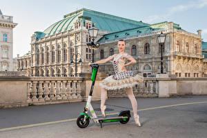 Обои Здания Позирует Балет Уличные фонари Anastasia, Kick scooter девушка
