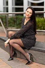 Картинки Natalia Larioshina Сидит Ноги Туфлях Платье Смотрят девушка