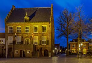 Обои для рабочего стола Голландия Дома Деревьев Уличные фонари Oirschot Города