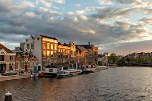 Фотографии Нидерланды Дома Речные суда Река Набережная Облако Spaarne river, Haarlem Города