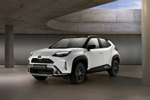 Обои Toyota Кроссовер Белый Металлик Гибридный автомобиль Yaris Cross Hybrid Adventure, Worldwide, 2021 автомобиль