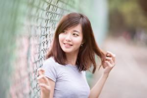 Фотографии Азиаты Боке Шатенки Взгляд Руки Улыбка Волосы Девушки