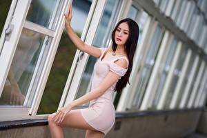 Обои Азиатки Размытый фон Поза Платья молодая женщина