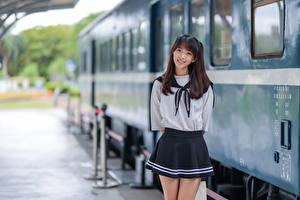 Фотография Азиатки Позирует Улыбка Униформа Боке Школьница молодая женщина