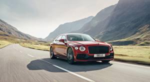 Обои для рабочего стола Bentley Дороги Седан Красных Едет Flying Spur, V8 UK-spec, 2020 машины