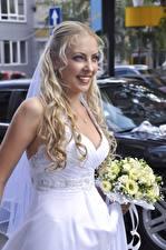 Фотографии Букеты Блондинки Смотрит Улыбка Невесты Платья Девушки